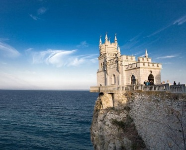 swalow-s_nest_architectural_folly_between_yalta_alupka_ukraine_photo_wiki