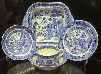 Blue_Willow_china,_c._late_1800s,_Lahaina_Heritage_Museum